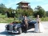 Fotos mit dem Hochzeitsauto und dem Brautpaar
